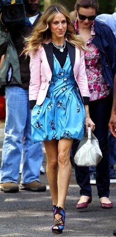 Carrie Bradshaw Outfits - Gorgeous Proenza Schouler blue printed dress    Nicholas Kirkwood shoes
