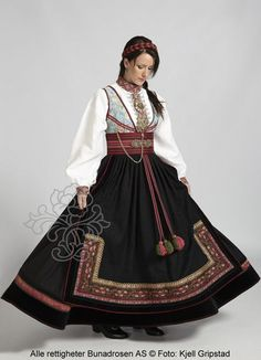 Beltestakk fra Telemark - BunadRosen AS Norwegian Clothing, Concept Clothing, Scandinavian Fashion, Folk Costume, Costumes, Historical Clothing, Traditional Dresses, Costume Design, Making Ideas
