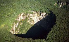 Buraco da Floresta Tropical, no Parque Nacional Jaua-Sarisarinama, na Venezuela