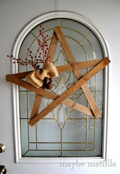DIY Rustic Star Wreath-I would like to make this with vintage rulers or yard sticks Christmas Jewelry, Country Christmas, Christmas Vignette, Rustic Christmas, Vintage Christmas, Christmas Holidays, Christmas Crafts, Christmas Decorations, Christmas Ornaments