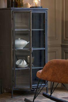 Het Puristic kastje van #BePureHome is een puur en #robuust tegelijk. Hij is perfect om je servies of vazen en schalen in op te bergen. De kast is gemaakt van #staal en dankzij het glas kun je altijd gluren naar jouw favoriete woon- en keukenitems! #metalenkast #kastwoonkamer #kastenwandwoonkamer #opbergen #opbergideeen #kastenwandkeuken China Cabinet, Storage, Interior, Furniture, Home Decor, Purse Storage, Crockery Cabinet, Decoration Home, Room Decor