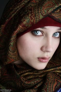 Hijab Style Pictures for Beautiful Muslim Girls Laila Jihad Beautiful Muslim Women, Beautiful Hijab, Beautiful Eyes, Islamic Fashion, Muslim Fashion, Hijab Fashion, Muslim Girls Photos, Girl Photos, Stylish Hijab