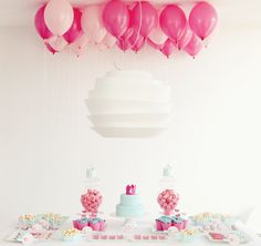 Pink and blue | Helium balloons and delicate birthday decor