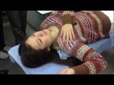 Esta é a forma de você se livrar de um torcicolo em menos de 30 segundos! | Cura pela Natureza