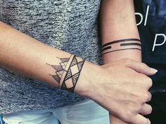Не было ни одной татуировки...хоп! И сразу две, да еще и такие крутые…