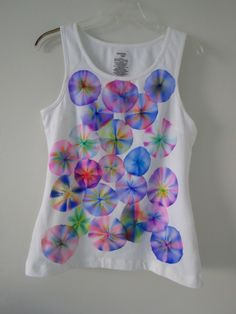 It may not be the anymore, but tie-dye is still in. You don't have to buy a tie-dye shirt from a store when you can make it at home! While searching the internet, I discovered a ne… sharpie crafts Sharpie Marker Tie Dye T-Shirts Sharpie T Shirts, Sharpie Tie Dye, Sharpie Crafts, Sharpie Markers, Sharpie Art, Tape Crafts, Tie Dye With Sharpies, Sharpie Alcohol, Alcohol Ink Crafts
