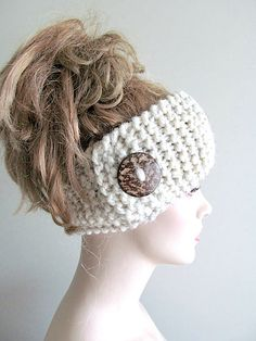 Fashion Trends Accesories - Wool Knit Headbands Button Grey Wheat Earwarmers by Lacywork The signing of jewelry and jewelry Uno de 50 presents its new fashion and accessories trend for autumn/winter Knitting Accessories, Winter Accessories, Handmade Accessories, Hair Accessories, Bandeau Crochet, Knit Or Crochet, Crochet Crafts, Crochet Scarves, Loom Knitting