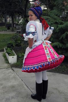 {From Buják}. - would anyone have an explanation about the technique used for this traditional skirt, please?? thank you :)