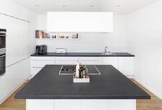 Homeplaza - Maßgefertigte Arbeitsplatten aus Naturstein sorgen für Wohnlichkeit - Harmonie in der Küche