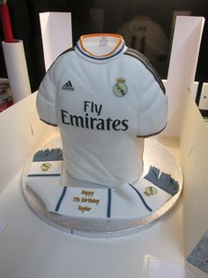 Real Madrid Home top 2013/14 - Real Madrid Home top 2013/14  All boxed and ready to go.  I hope Taylor likes it!