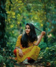 Wedding Couple Poses Photography, Fashion Photography Poses, Dream Photography, Travel Photography, Indian Photoshoot, Couple Photoshoot Poses, Dehati Girl Photo, Girl Photo Poses, Beautiful Girl Photo