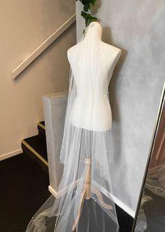DEWBERRY veil with pearls 3 Headpiece Wedding, Bridal Tiara, Wedding Veils, Bridal Headpieces, White Wedding Dresses, Wedding Dress Styles, Crystal Wedding, Modern Romance, Trains