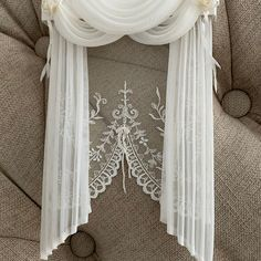 Lace Curtains, Curtains With Blinds, Drapery, Doll House Curtains, Crochet Bedspread, Dollhouse Miniatures, Dollhouse Ideas, Miniature Rooms, Beautiful Curtains