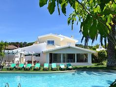 Villa i Cascais med 5 Soverom plass for 16 PersonerFeriehus i Cascais fra @homeaway! #vacation #rental #travel #homeaway