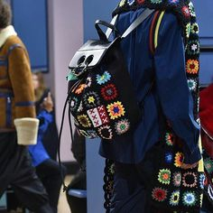 Boy are we excited about this crochet update on the famous piercing bags from @jw_anderson! @londonfashionweek is onnnnn😎 #hooked #lfwmens17 #londonfashionweekmens2017 #mensweartrend #mensfashion #runwaytrends2017