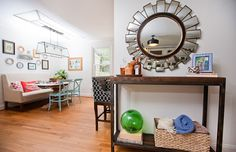 Hollie Hill Home Tour // entry table styling // sunburst mirror // breakfast nook // photography by Tin Can Photography