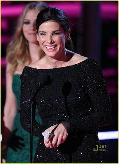 Sandra Bullock Kisses Scarlett Johansson    Sandy the best actress an...