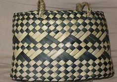 Matariki Gallery Maori Art, Giftware, Bone Jade and Wood Carvings from New Zealand.