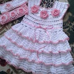 How to make a crochet fan short very easy Baby Girl Crochet, Crochet Baby Clothes, Crochet For Kids, Crochet Toddler Dress, Knit Baby Dress, Crochet Baby Dress Pattern, Baby Dress Patterns, Crochet Wedding Dresses, Baby Sweaters