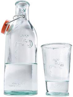 Recycling-Wasserflasche mit Glas