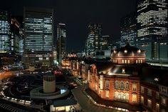 Tokyo Station. KITTE(キッテ)の屋上から見た東京駅丸の内駅舎の夜景