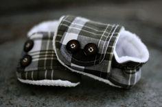 omg. plaid booties for babies. ahhhhh
