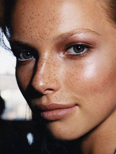 I love that her dewy makeup doesn't cover her freckles. I love that her dewy makeup doesn't cover her freckles. Best Wedding Makeup, Natural Wedding Makeup, Natural Makeup, Natural Beauty, Makeup Inspo, Makeup Inspiration, Makeup Ideas, Pretty Makeup, Makeup Looks