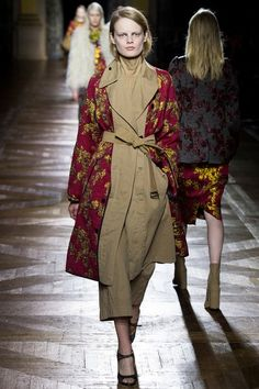 See the complete Dries Van Noten Fall 2015 Ready-to-Wear collection.