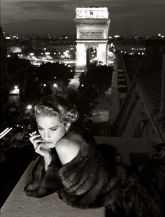 Lisa Kauffmann, Italian Vogue, Carlo Tivoli, Paris, 1986, by Albert Watson