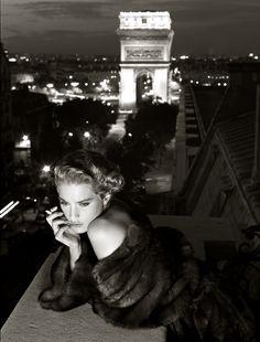 Lisa Kauffmann, Italian Vogue, Carlo Tivoli, Paris, 1986, Photograph © Albert Watson from U.F.O. (Unified Fashion Objectives)