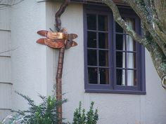 Dragonfly downspout made of copper. 30 Amazing Downspout Ideas, Splash Guards, Charming Rain Chains and Creative Rain Ropes Nature Architecture, How To Install Gutters, Rain Collection, Rain Barrel, Okapi, Outdoor Projects, Outdoor Ideas, Yard Art, Creative Design