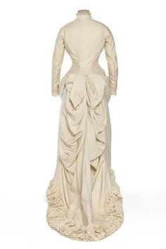 Wedding dress, 1882 Paris, Les Arts Décoratifs    Lovely folds! Just goes to show that Victorian clothes don't have to look like you've stuffed yourself in a sofa.