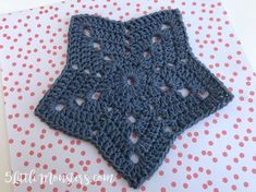Free pattern for a star shaped crochet dishcloth. Perfect for the 4th of July. Use it as a dishcloth, washcloth, or trivet.