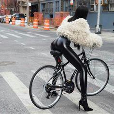 World of Latex, Bondage and High Heels: Photo Laquan Smith, Leder Boots, Latex Pants, Radler, Sexy Women, Leder Outfits, Cycling Girls, Asian Babies, Shiny Leggings