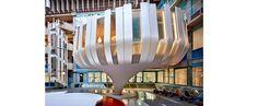 """Wever Bouwgroep heeft """"de bloem"""" gerealiseerd in het atrium van het VUmc Alzheimercentrum te Amsterdam. De verschillende disciplines van de Bouwgroep Wever hebben gezorgd voor dit geweldige resultaat. Bouwbedrijf Th. Wever heeft gezorgd voor de constructie en de begeleiding van het werk. Op dinsdagochtend 28 september 2010 is de nieuwe lounge geopend door Hare Majesteit de Koningin. Het ontwerp van dit project is gemaakt door Leeuwenkamp Architecten uit Alkmaar."""