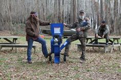 Si and Willie Robertson face off in wood chipper competition