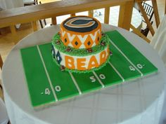 Football Field Cake - though it will not be the bears! Good idea for the Super Bowl!