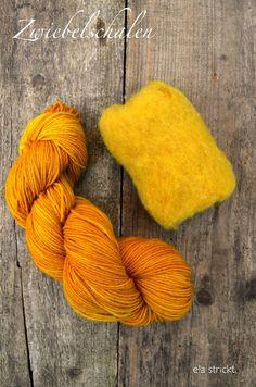 ela: dye wool with plants - Easy Yarn Crafts Knitting Wool, Wool Yarn, Fabric Yarn, Fabric Crafts, Easy Yarn Crafts, Fabric Structure, Weaving Textiles, Hand Dyed Yarn, Crochet Yarn