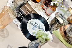 Alte Schallplatte als Tischnummer/Tischname bei www.weddingstyle.de | Foto: von [blickfang] Event Design