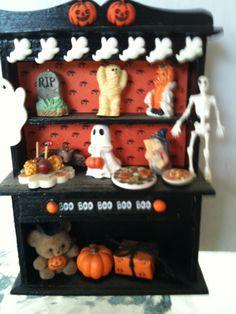 Mini Halloween Hutch