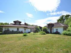 Dom na Górce oferuje Turystom m.in.: plac zabaw, miejsce na grill, świetlicę z kominkiem. Szczegóły na: http://www.nocowanie.pl/noclegi/leszno_4/domki/83181/