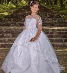 5c55c5daa Vestido de primera comunión con aplicaciones en la falda, elaborado en tela  tul con bordado
