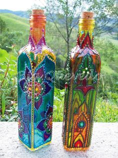 Decorative Bottles : Decorate clear bottles to Awesomeness!I have a set of Spectrum Noir alcohol mark… Dekorative Flaschen: Dekorieren Sie klare Flaschen zu Awesomeness! Glass Bottle Crafts, Wine Bottle Art, Painted Wine Bottles, Bottles And Jars, Glass Jars, Decorated Bottles, Vodka Bottle, Colored Glass Bottles, Alcohol Bottles