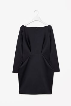 MINIMAL + CLASSIC: Folded waist dress- this is elegant #minimalist #fashion #style