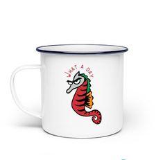 Der Klassiker aus alter Zeit: Hochwertiger Sublimationsdruck macht diese Tasse zu einem Must-Have für jeden echten Kaffee- oder Teeliebhaber. Material: Emaillierter Stahl Grammatur: 340 g Volumen: 300ml Extras: Original ORCA Beschichtung Einheitsgröße
