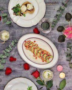 """Pronto llega él días de """"los enamorados"""" (a mí me gusta más que San Valentín)  y ya tenéis en mi canal de youtube el vídeo con un menú para celebrarlo por todo lo alto con poquito esfuerzo. """"Menú para una cena romántica"""" Con dos entrantes un plato principal y el postre y además mirad qué mesa más preparé  Podéis hacer una receta dos o todas o simplemente sacar ideas y hacer vuestro propio menú. Esta Navidad muchos de vosotros habéis compartido los 5 aperitivos que os preparé y os quedaron…"""