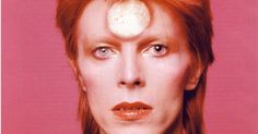"""David Bowie como Ziggy Stadust, alter ego alienígena que usou no álbum """"The Rise and Fall of Ziggy Stardust and the Spiders from Mars"""", de 1972"""
