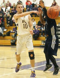 Boys basketball: Avon off its game, still finds way to beat Twinsburg