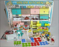 39 Awesome barbie kitchen vintage images Toy Kitchen Set, Barbie Miniatures, Barbie Doll House, Barbie Dream, Vintage Barbie Clothes, Barbie Kitchen, Barbie Furniture, Vintage Dollhouse, Barbie Accessories