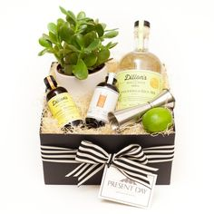 GIN & TONIC SET Stellar ingredients to give you the best quality G&T you will ever taste. Great base ingredients for other cocktails as well! Thank You Gifts, Gifts For Him, Wine Gift Baskets, Basket Gift, Gin And Tonic Gifts, Tonic Syrup, Gin Tasting, Pot Still, Edible Arrangements